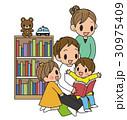 読み聞かせ 子育て 笑顔のイラスト 30975409