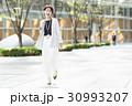 キャリアウーマン 通勤 笑顔の写真 30993207