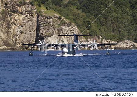 小笠原父島の二見湾に着水した水上飛行艇US-2 30993457