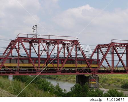 鉄橋を渡る京阪特急 31010675