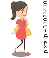 旅行するバッグを肩にかけた女性 31021410