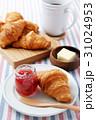 朝食 パン クロワッサンの写真 31024953