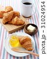 朝食 パン クロワッサンの写真 31024954