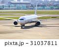 飛行機の出発 -大阪国際空港- 31037811