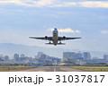飛行機の離陸 -大阪国際空港- 31037817