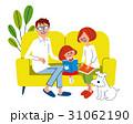 ソファーで寛ぐファミリーとペット 31062190
