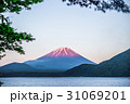 本栖湖と赤富士 31069201