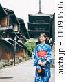 浴衣で京都を観光する女性 31093506