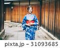 京都を観光する浴衣姿の女性 31093685