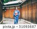 京都を観光する浴衣姿の女性 31093687