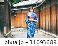 京都を観光する浴衣姿の女性 31093689