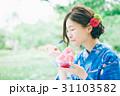 かき氷を食べる浴衣の女性 31103582