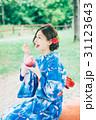 かき氷を食べる浴衣の女性 31123643