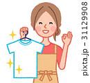 きれいな服を持って喜ぶ女性 31129908