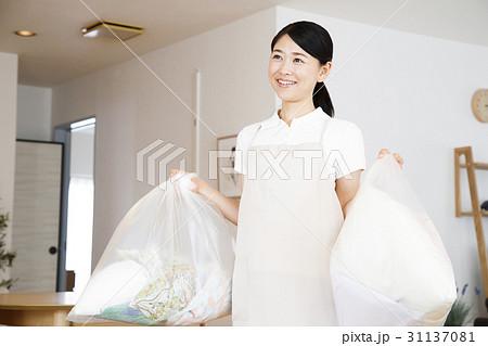 ハウスキーパー ゴミ出し ゴミ 家事代行 掃除 家政婦 女性 31137081
