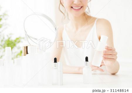 ビューティー 女性 スキンケア コスメ 化粧 ビューティ 若い女性 美容 31148614
