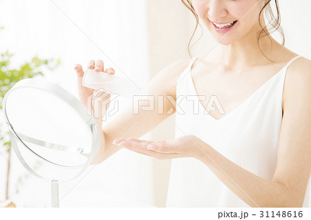 ビューティー 女性 スキンケア コスメ 化粧 ビューティ 若い女性 美容 31148616