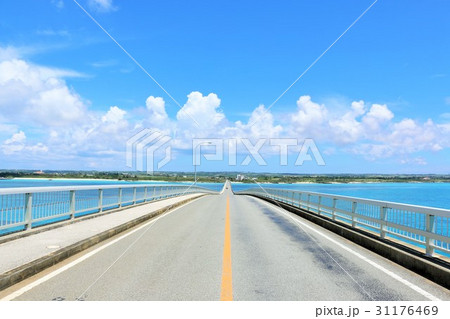 沖縄 青空の来間大橋 31176469