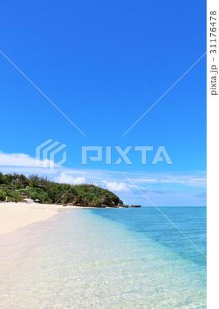 沖縄 池間島の綺麗な青空と青い海 31176478