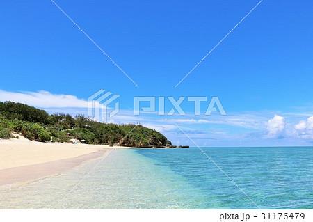 沖縄 池間島の綺麗な青空と青い海 31176479