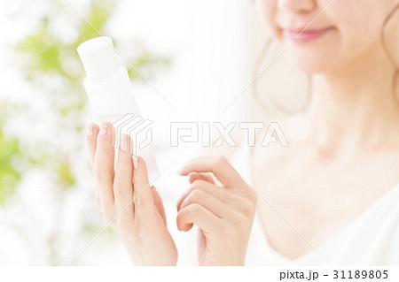 ビューティー 女性 スキンケア メイク コスメ 化粧 ビューティ 若い女性 美容 31189805
