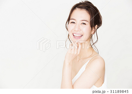 ビューティー 女性 オーラルケア スキンケア ビューティ 若い女性 美容 31189845