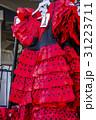 ハンガーにかけられたフラメンコ衣装 31223711