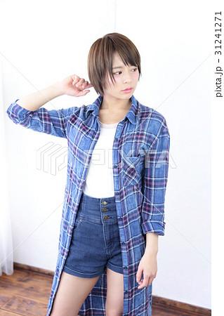 若い女性 ヘアスタイル 31241271