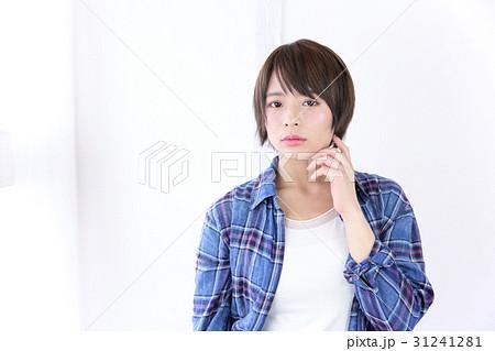 若い女性 ヘアスタイル 31241281