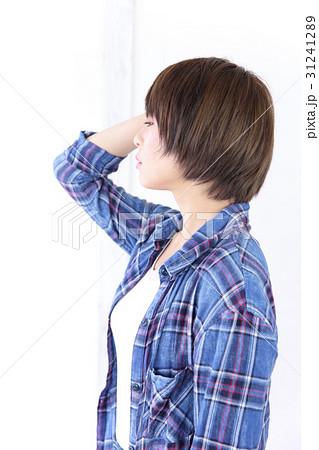 若い女性 ヘアスタイル 31241289