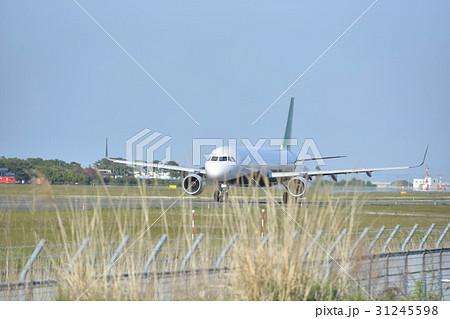 仙台空港で離陸準備する飛行機 31245598