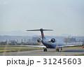 仙台空港で離陸準備する飛行機 31245603