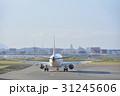 仙台空港で離陸準備する飛行機 31245606