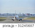 仙台空港で離陸準備する飛行機 31245607