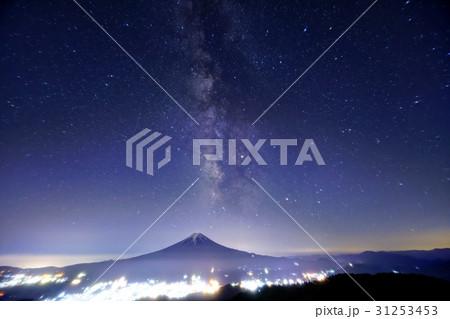 富士山と夏の天の川(三ツ峠から) 31253453
