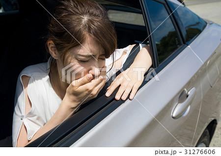 車酔いの女性 31276606