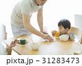朝食 親子 父親の写真 31283473