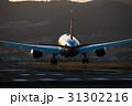 夕暮れの到着便 ボーイング787の着陸 31302216