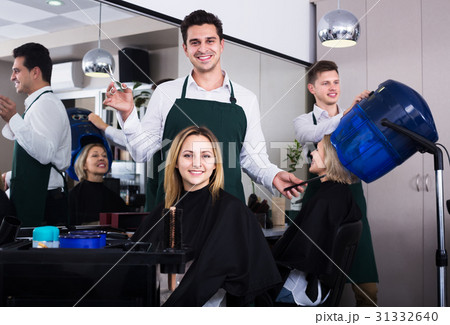 Hairdresser cuts hair at salon 31332640