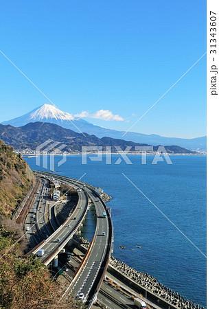 静岡県 薩埵峠からの富士山と海の風景 31343607