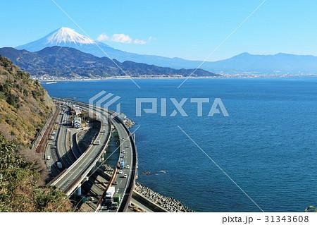 静岡県 薩埵峠からの富士山と海の風景 31343608
