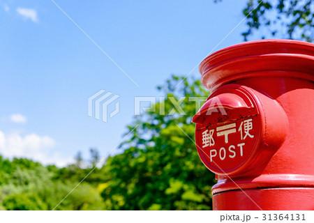 青空と赤いポスト 31364131