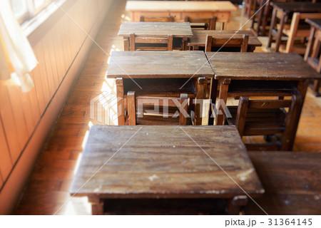 小学校の机と椅子 31364145