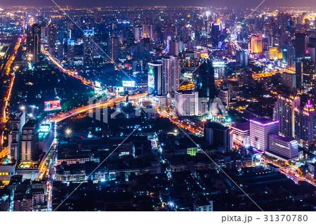 タイの首都バンコクのビル群の夜景 31370780