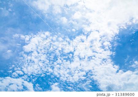 曇り空 空の写真素材 空と雲 青い空と白い雲 コピースペース テキストスペース 普通の雲 31389600