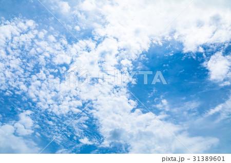 曇り空 空の写真素材 空と雲 青い空と白い雲 コピースペース テキストスペース 普通の雲 31389601