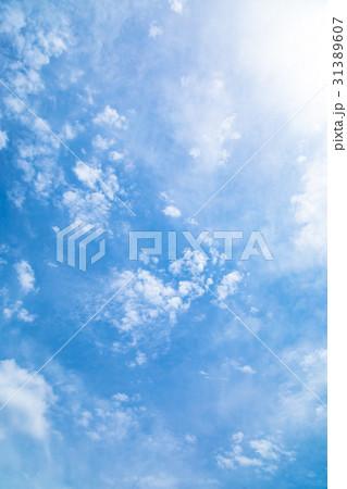 曇り空 空の写真素材 空と雲 青い空と白い雲 コピースペース テキストスペース 普通の雲 31389607