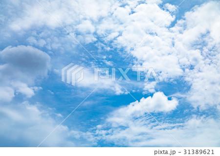 曇り空 空の写真素材 空と雲 青い空と白い雲 コピースペース テキストスペース 普通の雲 31389621