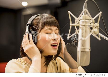 女性 レコーディング 31402544