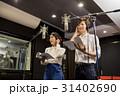 レコーディングをする男女 31402690
